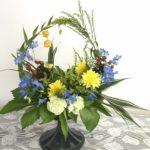 花々が寄り添って会話を楽しんでるようなアレンジメント♡